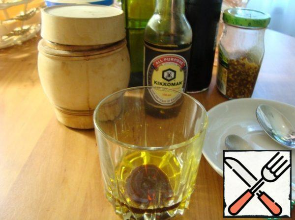 We take everything to make a salad dressing. Pour olive oil into a glass.