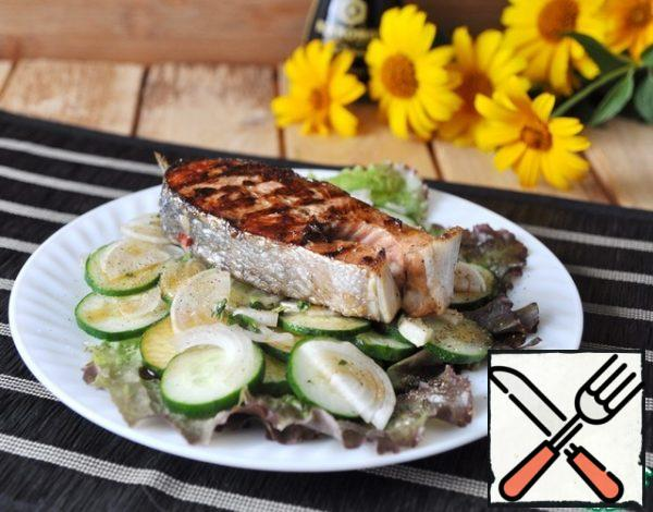 On top of the salad, put a hot grilled salmon steak. Sprinkle with freshly ground pepper mixture. Serve.