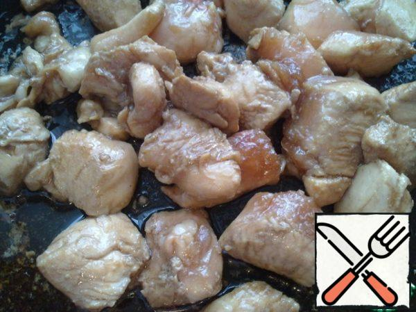 Fry the chicken meat in hot oil.