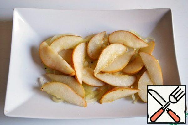 Put the pears on the onion.