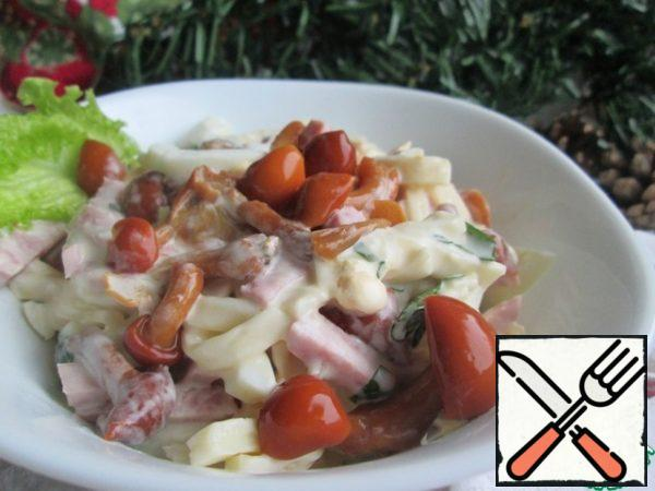 The salad is ready, you can try it! It turned out to be hearty and delicious!