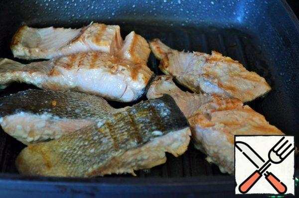 Preheat the grill pan. Grease the fish with vegetable oil and fry on both sides for a couple of minutes. Sprinkle with salt and pepper.