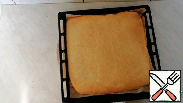 Ready-made sponge cake is left to cool.
