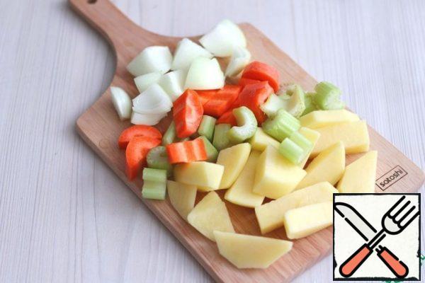 Vegetables: onions (1 PC.), potatoes (1 PC.), celery stalks (1 stalk), carrots (1 PC.) cut into random pieces.