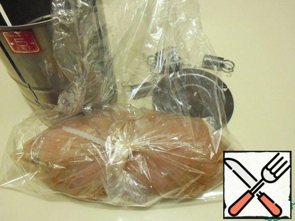 Very convenient-put a bag with the product in it, bake it, just turn it. I wrapped the fillet in a bag for baking, tightly secured the edge with clamps included in the packages. Just in case, I wrapped it in a second bag.