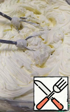 Next, for the cream, combine the curd cheese, cream and powdered sugar in a bowl. Beat to soft peaks at medium speed.