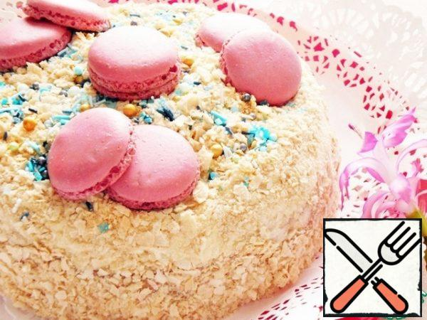 I decorated the hot cake with macaroons. The finished cake turned out to be very tender, it can be served to the dessert table both hot and cold. But I liked it better when it was warm. After warming up, it simply dissolves in your mouth!!! M-m-m, gently!