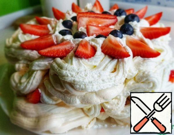"Meringue Dessert ""Pavlova"" Recipe"