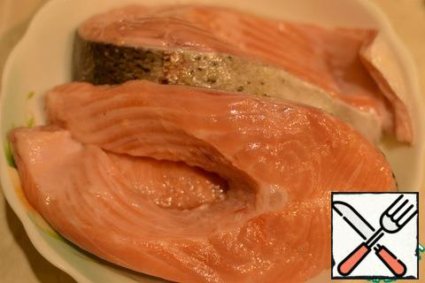 Smear the fish with marinade and leave for half an hour.