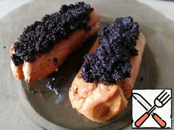 Spread the poppy mixture over the eclairs. Done! You can make tea and invite guests to a tasting.