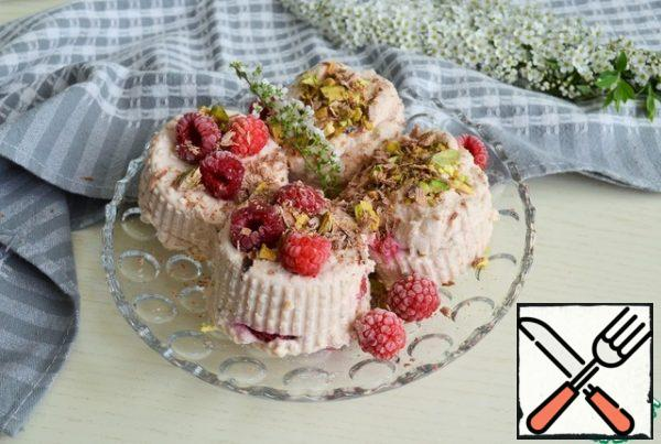 Before serving, transfer to a platter, the dessert is thickened and keeps its shape perfectly Decorate to taste with raspberries, pistachios, grated chocolate