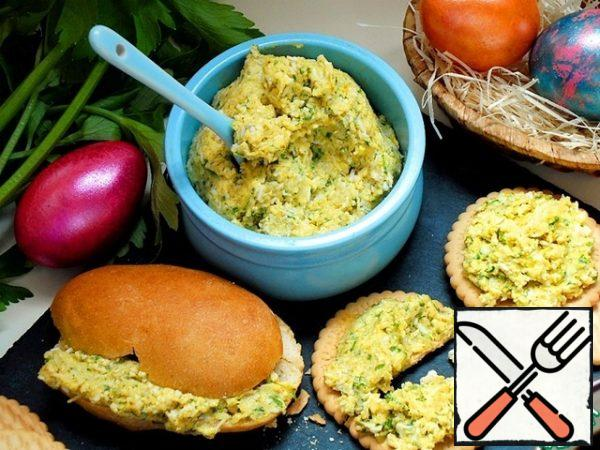 and you can have Breakfast. The paste can be spread on a bun, biscuit or cracker. In any form, it is very satisfying, and much tastier than an ordinary cheese sandwich. If the pasta is diluted with cream or milk, bring to a boil, you will get a great sauce for pasta.