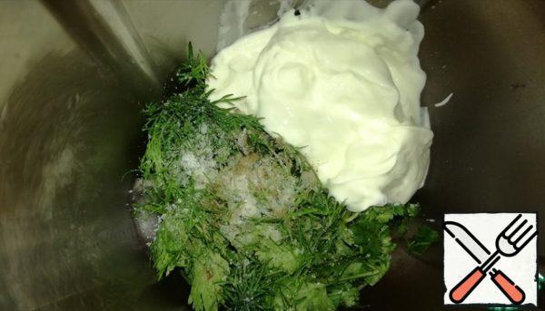 In a blender, add sour cream, herbs, sunflower oil, lemon juice, pepper and salt to taste, whisk.
