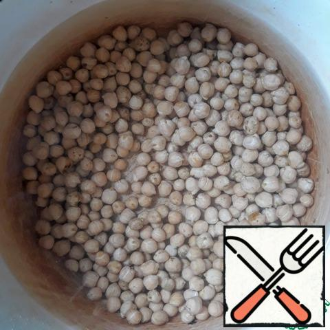 Sort out the chickpeas and fill it with water for 8-12 hours.