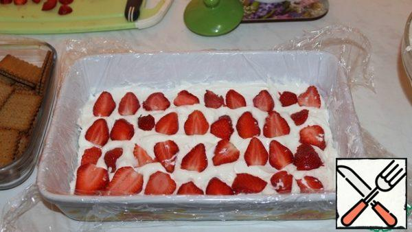 The layer of strawberries.