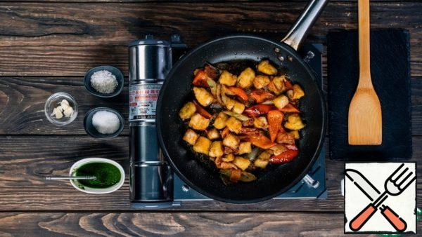 In the pan with the vegetables, send the fried pieces of fish. Add water, pesto sauce, salt and sugar. Simmer the stew over medium heat for 5-7 minutes, stirring occasionally. Serve the dish in a deep dish, garnished with herbs.
