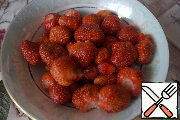 Wash the strawberries and remove the stalks.