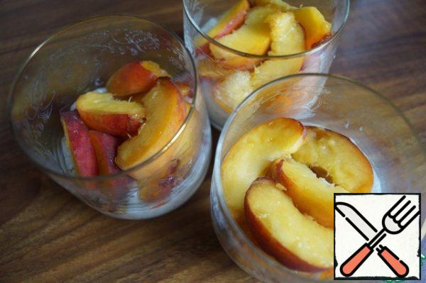 Take cups or cremans and fill with 1/3 of the pudding. Top with peaches.