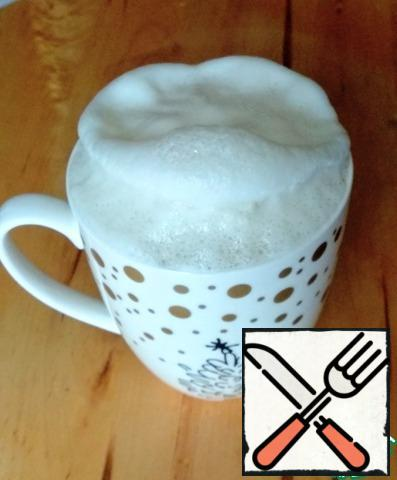 Add sugar and yeast to the warm milk and stir. Leave in a warm place for 10-15 minutes. A puffy cap should be formed.