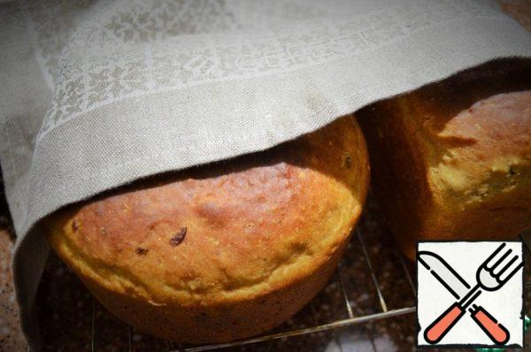 Leave the bread to cool on a wire rack, under a linen towel.