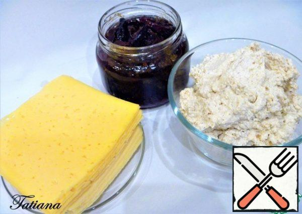 To prepare a cheese canape, you will need 8 thinly sliced slices (~10*10 cm) of semi-hard cheese. That is, two packages-sliced 125 g. (!!! when buying cheese, please note that both packages of cheese were approximately the same size). Put the dried plum on a plate (on layers of paper towel) to get rid of excess oil. You will need ~ 45 halves of plums. From the total weight of walnuts, set aside 9-10 halves, chop the remaining nuts into small crumbs (set aside 2 tbsp.) in a bowl, put the soft curd-cream cheese, add the chopped nuts and Parmesan. Add pepper to taste and mix well.