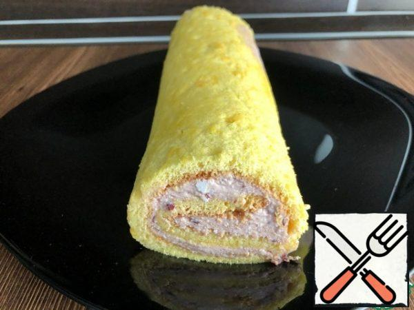 Remove the roll from the refrigerator, trim the uneven edges, decorate and serve.