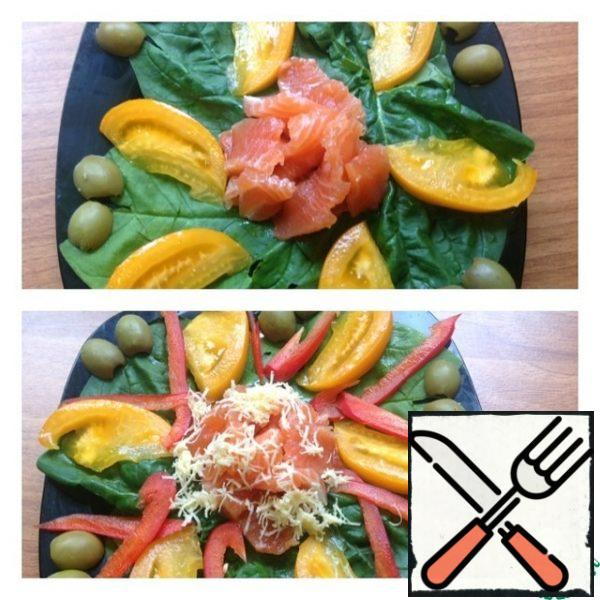 Cut the salmon into thin and small slices, and place in the center of the plate. Bulgarian pepper is very thinly cut into strips and spread to the salad. Cheese three on the smallest grater and sprinkle on top of the salmon.