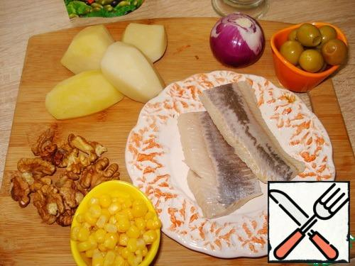 Boil potatoes, peel, cool, peel onions, cook the rest of the products. Cut the herring into fillets.