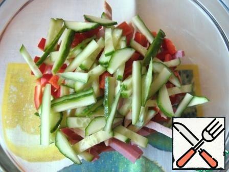 Cut the fresh cucumber into strips.
