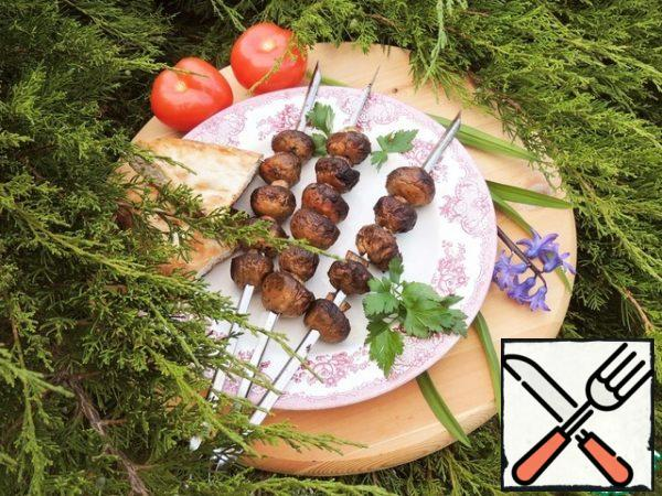 Ready-made mushrooms are a great appetizer both hot and cold.