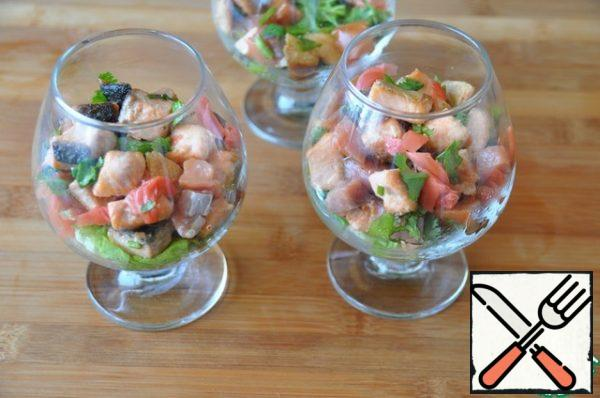Put the chilled fish salad in the glasses just before serving.