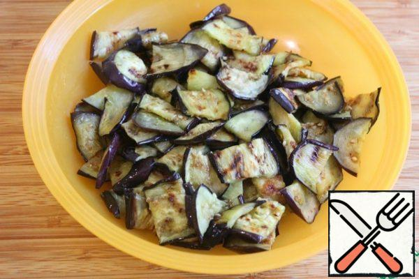 Cut the eggplants into wide strips as they cool.