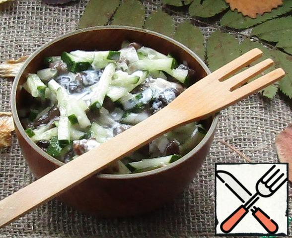 Combine the mushrooms, sliced cucumber and onion. Fill with our dressing or mayonnaise and gently mix.
