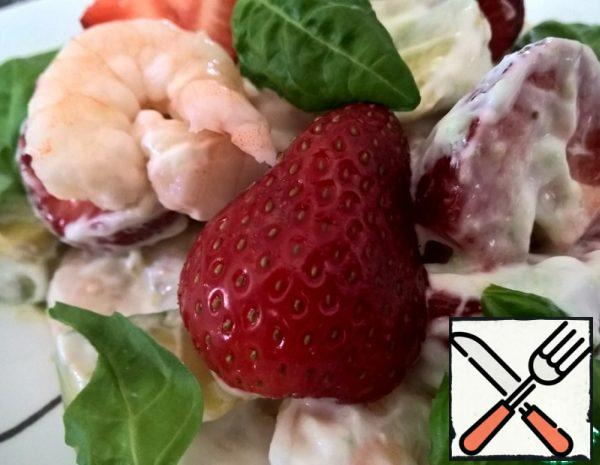 Shrimp Salad with Avocado and Strawberries Recipe