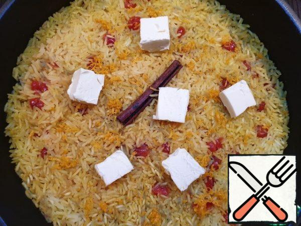All the liquid is absorbed into the rice. We spread the butter and orange zest, cover again. The butter will melt quickly on the hot rice.  Now you can stir the rice and serve it as a separate dish or side dish.Rice is fragrant and crumbly, grain to grain!