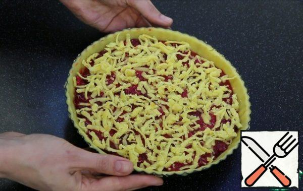 From above I RUB on a large grater a frozen lump of dough. Send in a preheated oven to 170 degrees, for 40-45 minutes.