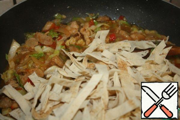 At the end, add the sliced tortilla and cook for about 5 minutes, stirring well.