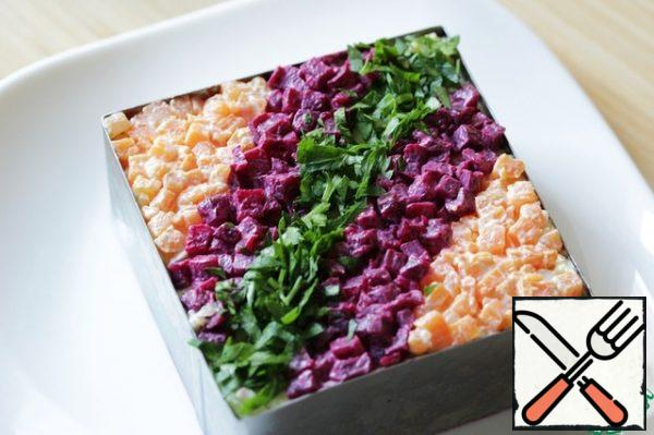The top layer – again with beets. Put the salad into the refrigerator and let stand at least an hour.