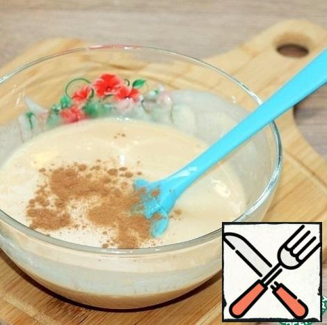 In the first part of the sour cream, add the cinnamon and the remaining coffee.