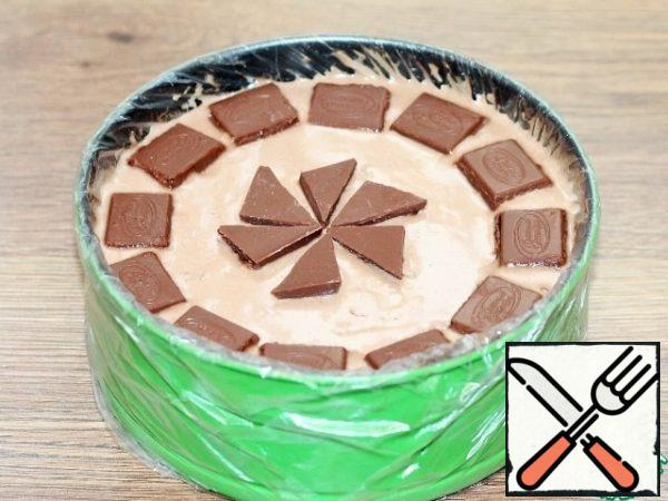 Decorate the top of the cooled cake. I decorated it with chocolate slices and sprinkled it with coconut shavings. The result is a two-layer, very fragrant and tender cake. The layers taste sweet and sour.