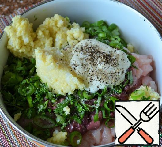 Add chopped greens, ready millet porridge, sour cream and pepper. Pepper is quite a bit, just to set off the taste.