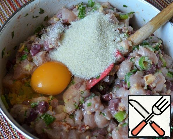 Add eggs and semolina, salt.