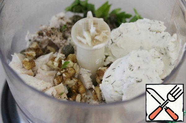 Then add the cream cheese and chop everything to the desired consistency – smooth or with small pieces.