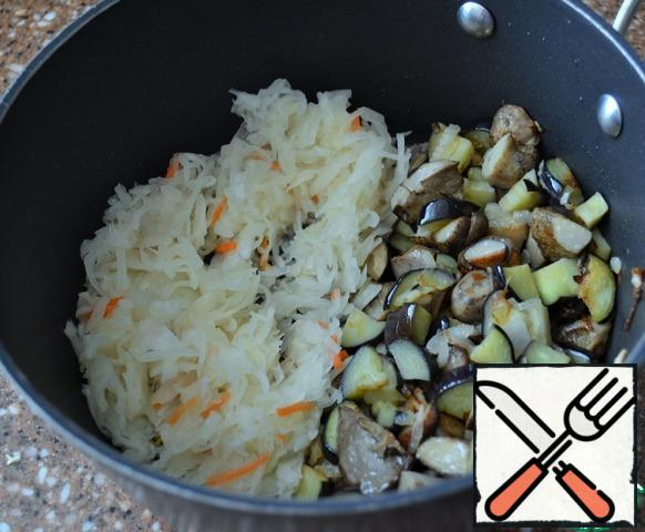 Fry the eggplant, onion and mushrooms for 5 minutes. Add sauerkraut, sugar and fry, stirring, for another 5-7 minutes, medium heat.