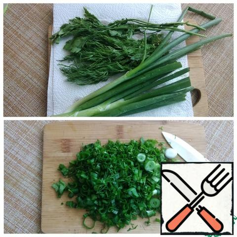 Take a large bunch of greens. Wash and dry with a paper towel. Finely chop.