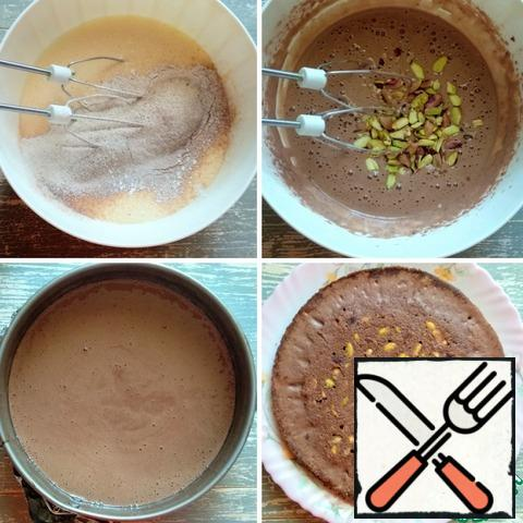 Next, prepare a chocolate-pistachio sponge cake. Combine eggs with sugar. Beat with a mixer at high speed until a fluffy foam for at least 5 minutes. Then sift the flour with cocoa, mix at the lowest speed of the mixer. Add the chopped pistachios and mix again. Transfer the dough to a detachable baking dish (diameter 20 cm), cover the bottom with foil or parchment. Cook in an oven preheated to 180 degrees for 20 minutes. Remove the mold from the oven, let stand for 10-15 minutes, then remove from the mold.