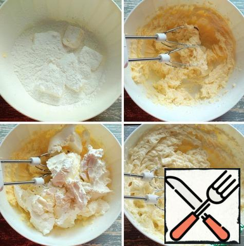 For the cream, combine softened butter, powdered sugar and vanilla in a container. Beat with a mixer on high speed, then add the mascarpone and beat again until smooth. The cream is ready.