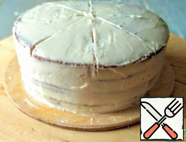Line the cake with the remaining cream. I made incisions to make it easy to decorate the cake.