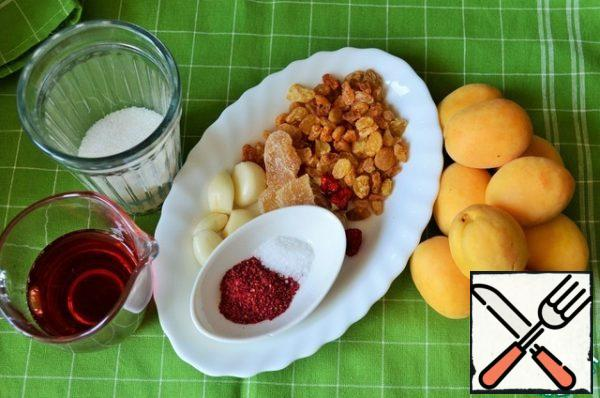 Prepare food, I have candied ginger. P.S.: if you use fresh ginger, take it 10g., and increase the amount of sugar to 75 g..