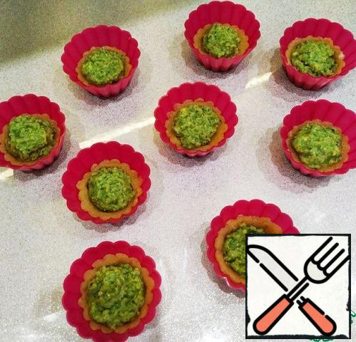 Using a pastry bag, drop the avocado mint cream into the inside of each basket. Remove to the freezer until completely solidified for 1-2 hours.